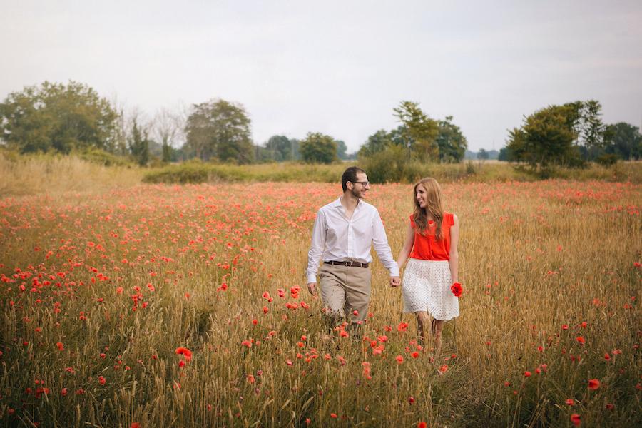 coppia_matrimonio_papaveri_fotografo_milano